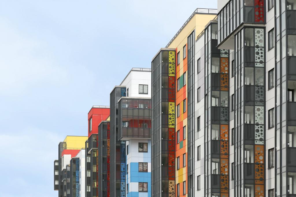 """IQ Гатчина"": яркая жизнь за яркими фасадами - Фото 1"