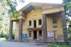 На продажу выставлены ветхие трехэтажки по улице Седова