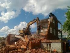 На Ржевке демонтировали еще один старый дом
