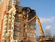 В Красносельском районе снесут незаконно построенный многоквартирный дом