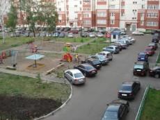 Под обращением за ограничение парковок во дворах подписались 500 жителей Малой Охты