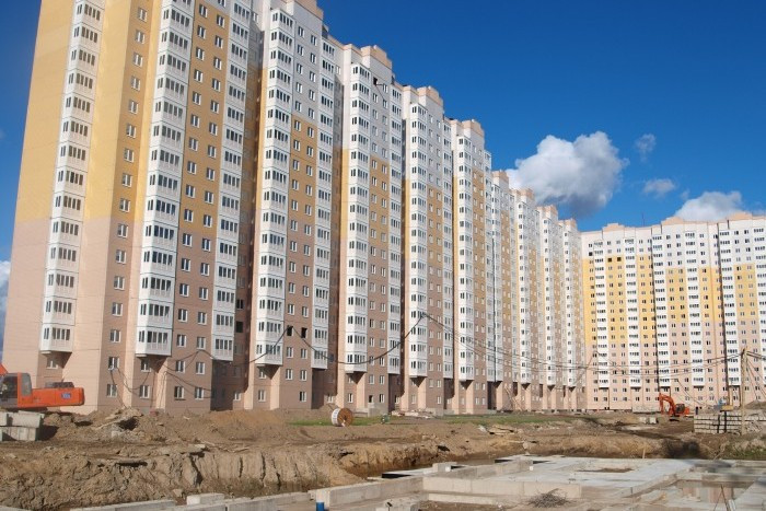 "Три корпуса проблемного ЖК ""Новая Каменка"" завершат в марте"