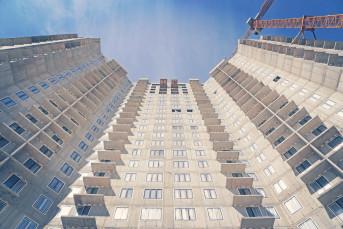 """В ЖК """"Миллениум"""" продали половину квартир и убрали один из башенных кранов"""