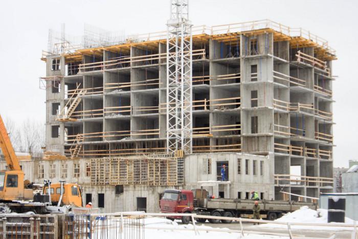 """В ЖК """"Полис на Неве"""" ведется строительство на уровне 9 этажа"""