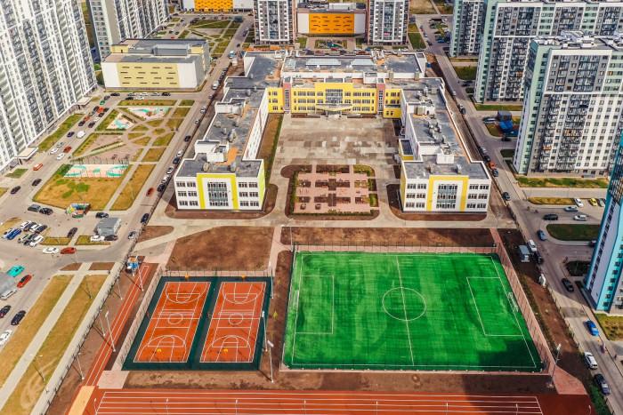 Возле Шуваловского карьера построили крупную школу